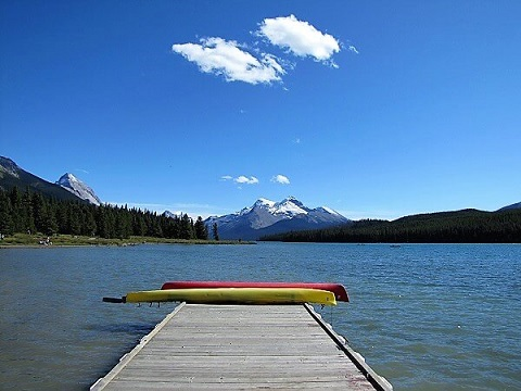 canoes maligne lake
