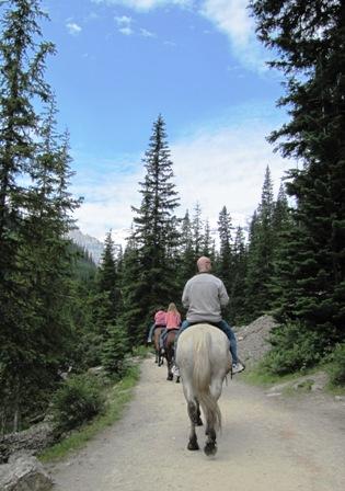 Horseback riding Lake Louise